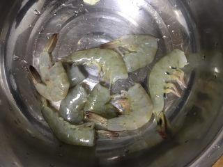 避风塘大虾,不喜欢尾巴和脚丫的也可以去掉