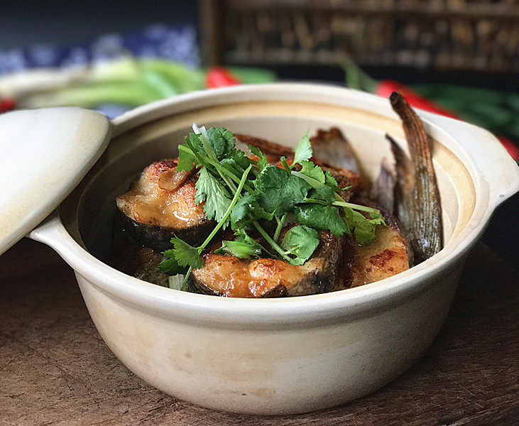 冬日暖心菜  砂锅焗鱼块,用砂锅做菜就是好,吃到锅底还是热的