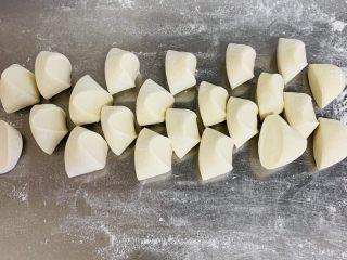糯米烧麦,切成25克左右的小面剂子