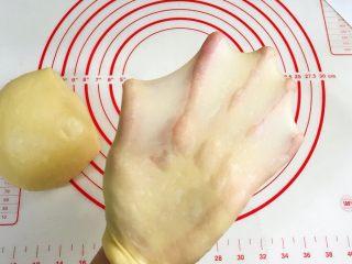 肉松吐司,接着揉至薄而有韧性的膜,完全扩展阶段。