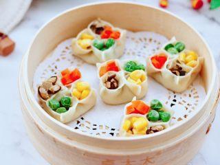 四喜饺子,颜值担当的四喜蒸饺出锅咯。