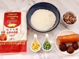 四喜饺子,首先备齐四喜饺子的食材,青豆和玉米粒提前从冰箱拿出来解冻。