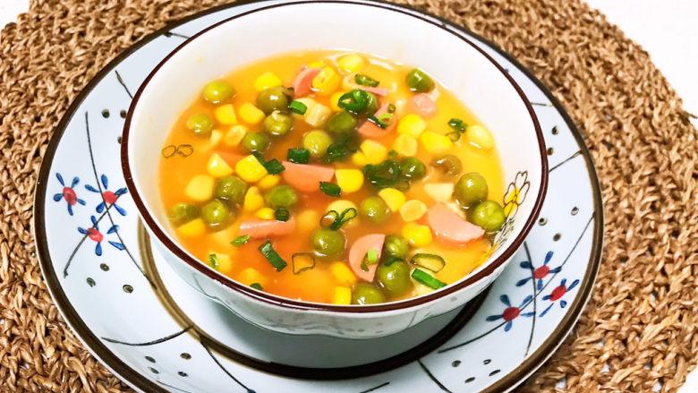 豆腐蒸蛋,把炒好的青豆甜玉米羹倒在豆腐鸡蛋羹上面,再撒上香葱末即可