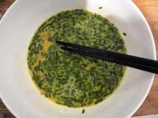 葱香鸡蛋饼,再次,用筷子,搅拌均匀