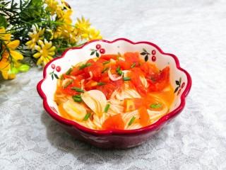 冬日暖心菜—西红柿虾皮热汤面