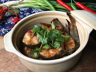 冬日暖心菜  砂锅焗鱼块,鱼肉香嫩又入味