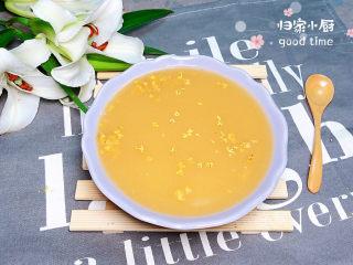 冬日暖心菜 白果莲藕银耳汤(健脾养颜),满满的胶原蛋白,撒上一些桂花,带着桂花的香味,好看又好喝!