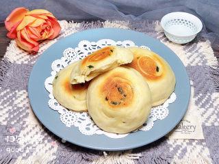 葱香鸡蛋饼,再来一张成品图,一圈一圈的层次感,吃起来松软可口!
