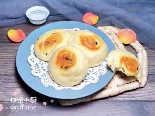 葱香鸡蛋饼,葱香鸡蛋饼趁热吃,最美味!