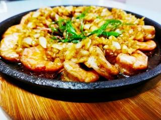 冬日暖心菜-铁板蒜泥虾,成品图