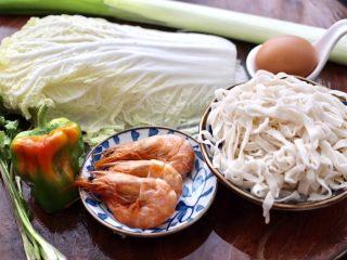 大白菜海虾打卤面,先把做打卤面的食材备齐。