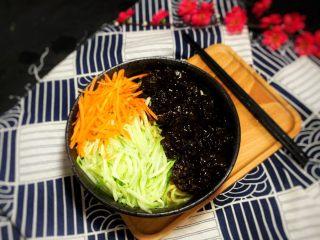 冬日暖心菜—牛肉炸醬面,放面條 醬  牛肉 黃瓜絲 胡蘿卜絲