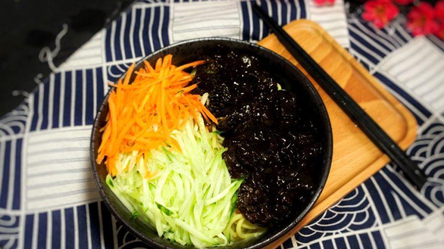 冬日暖心菜—牛肉炸醬面