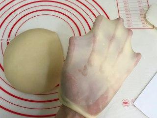 奶香面包,接着揉至薄而有韧性的膜,完全扩展阶段。