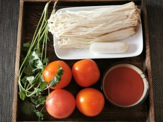 番茄金针菇汤,食材准备好