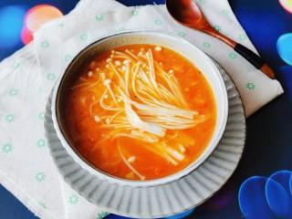 番茄金针菇汤,出锅啦  香香哒