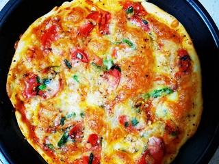 自制薄底披萨 味道绝了,金灿灿的披萨烤好了~