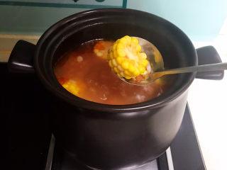 山药玉米排骨汤,玉米熟了