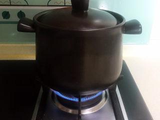 山药玉米排骨汤,大火烧开后小火煲30分钟