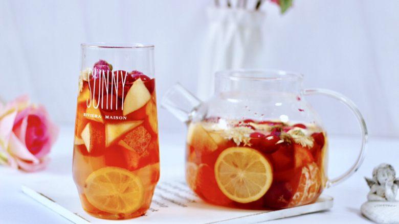 水果花茶,喝上一杯暖心暖胃又驱寒,酸酸甜甜好味道,真的好舒服。