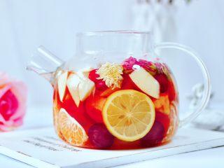 水果花茶,颜值高又营养的热水果花茶就做好了。