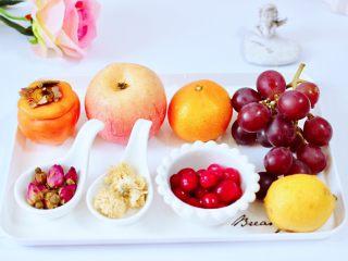 水果花茶,首先备齐所有的食材。