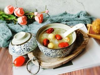 红枣银耳莲子汤,喝一碗  嗓子顿觉舒适