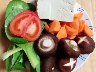 海鲜豆腐煲,蔬菜切好待用。