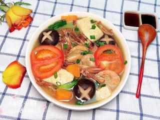 海鲜豆腐煲,鲜蔬的搭配让这道菜显得格外亮眼。