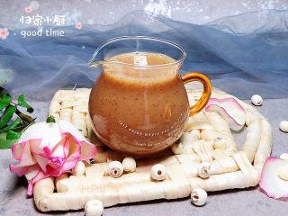 红枣银耳莲子汤,一杯胶原蛋白满满的红枣银耳莲子汤就做好了!