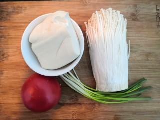 番茄金针菇汤,先准备好,番茄,金针菇,豆腐,小葱