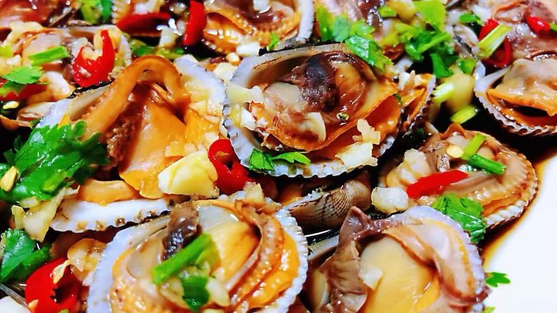 冬至美食+蒜蓉麻辣毛蚶,毛蚶的营养价值非常丰富对身体健康有益处