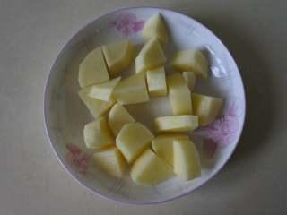 玉米浓汤,土豆去皮切块