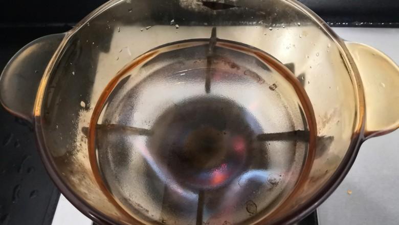芙蓉鲜蔬汤,上锅加入水500克,大火烧煮