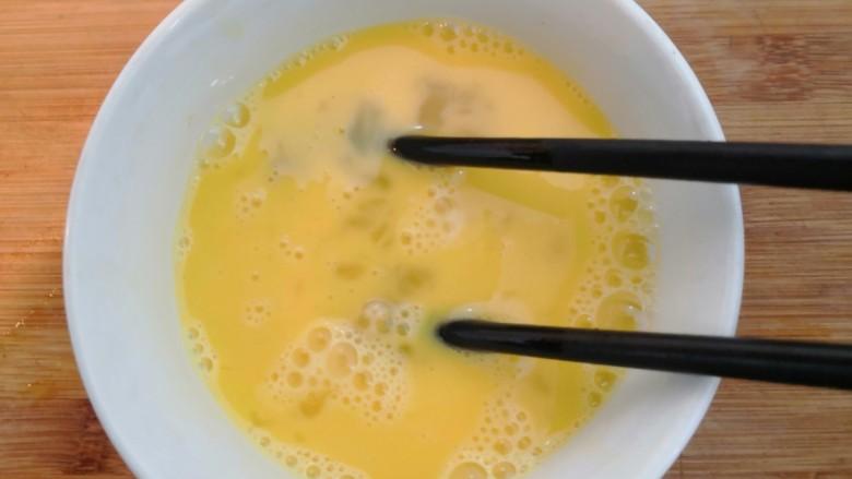 芙蓉鲜蔬汤,用筷子,搅拌均匀,备用