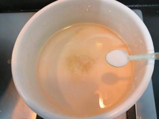 芙蓉鲜蔬汤,把盐也加进去,搅拌均匀,大火烧煮