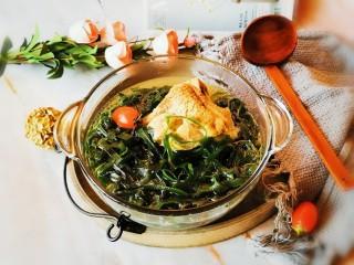 海带骨头汤,出锅装到碗里  热乎乎 很鲜美