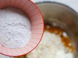 南瓜燕麦饼,分多次加入糯米粉。