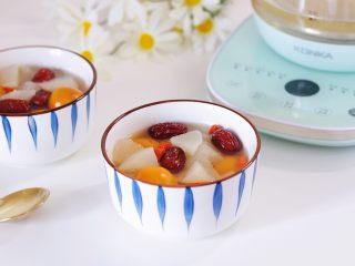 冰糖雪梨金桔饮,非常适合秋冬的一款小甜汤。