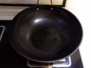 可乐鸡趐,炒锅烧热后放入大豆色拉油