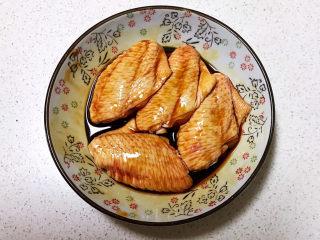 可乐鸡趐,抓匀后腌制入味15分钟