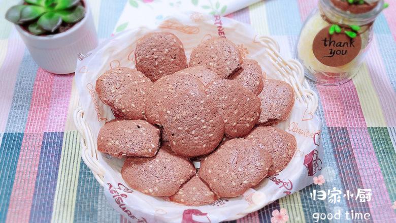 芝麻薄脆饼干,一盘香气四溢的可可薄脆芝麻饼干就做好了。