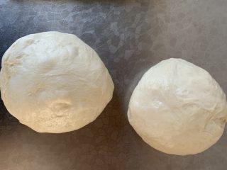 椰蓉吐司~~,和面揉出膜 一次发酵取2个520g面团