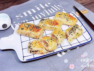 香酥牛肉饼,一盘诱人的香酥牛肉饼就做好了。