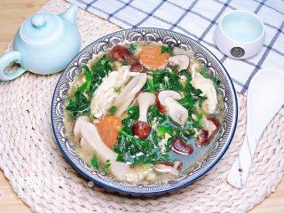 """芙蓉鲜蔬汤,有菌中之王的松茸""""加盟""""令这道简单的蔬菜汤格外有营养,喝起来哟!"""