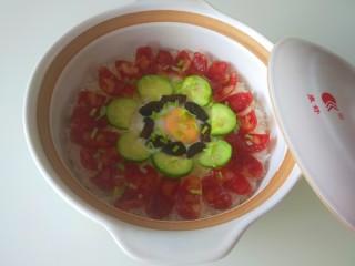 广式煲仔饭,在撒上香葱。