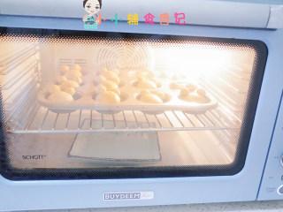 12个月以上辅食小熊汉堡,烤箱里放一盆热水发酵,如果有发酵功能的开发酵模式,