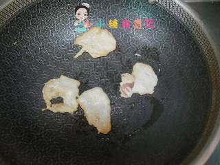 12个月以上辅食小熊汉堡,鸡胸肉切薄片煎熟备用