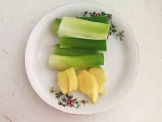 青椒炒猪肚,大葱和鲜姜