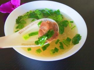 白萝卜羊肉汤,看着汤很有食欲啊。